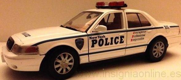 COCHE POLICIA NUEVA YORK A ESCALA