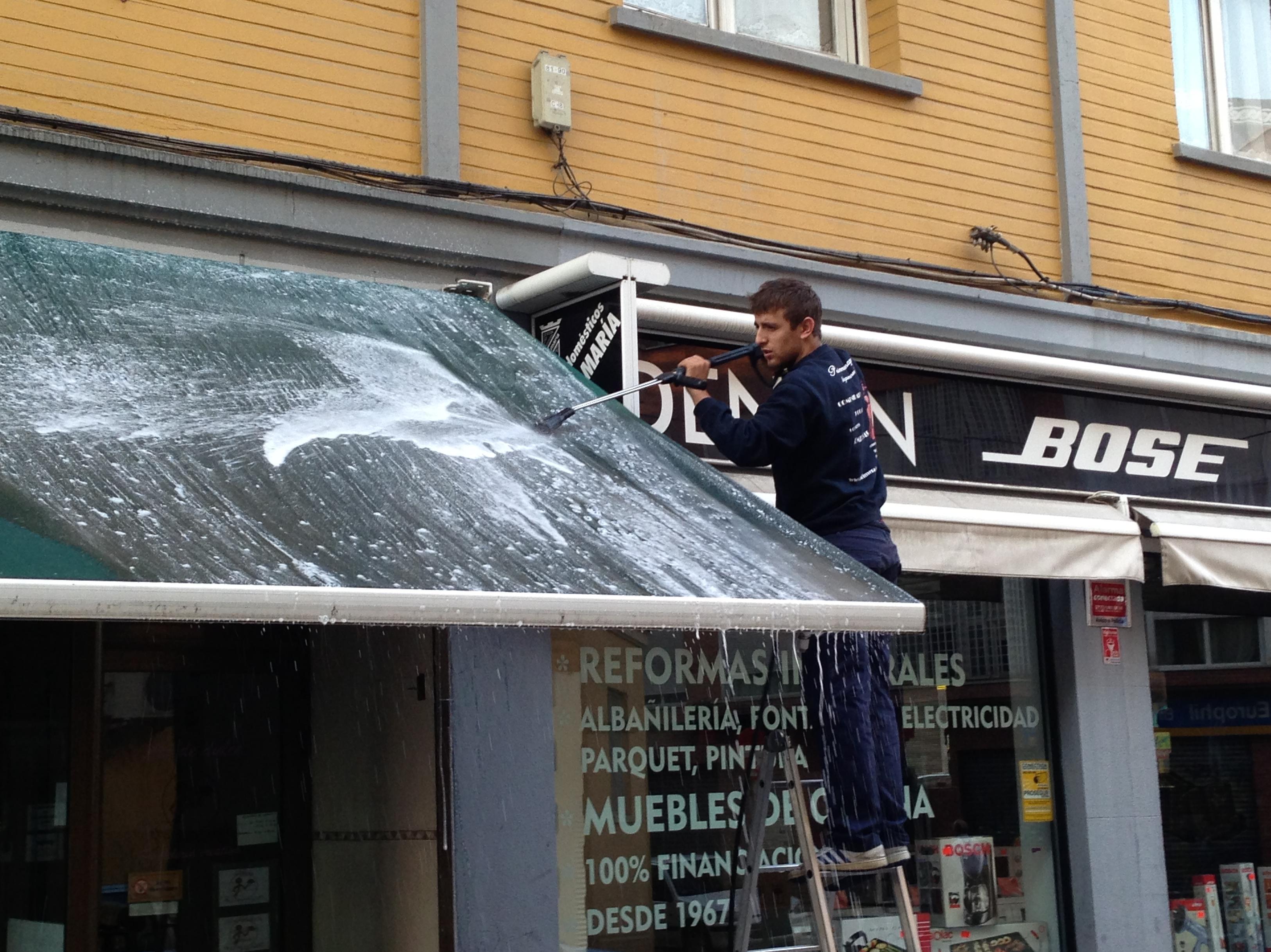 Limpieza de toldos en madrid servicios de primera imagen - Toldos para lluvia ...