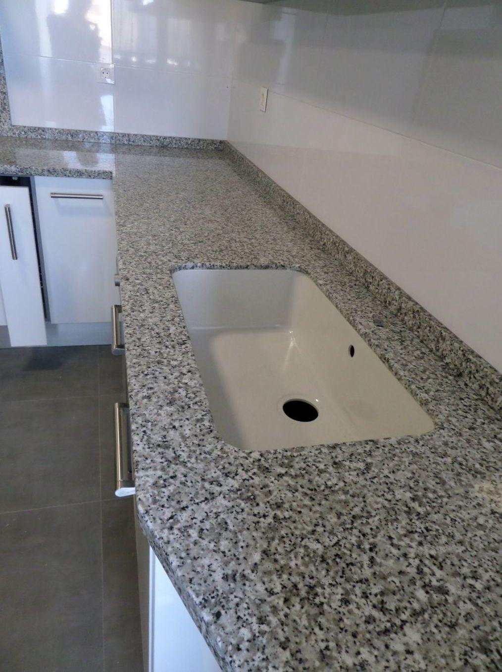 Encimera de granito en valencia a un precio insuperable en for Encimera de marmol precio