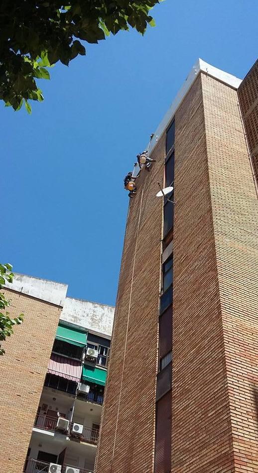 aplicación de fibra en fachada