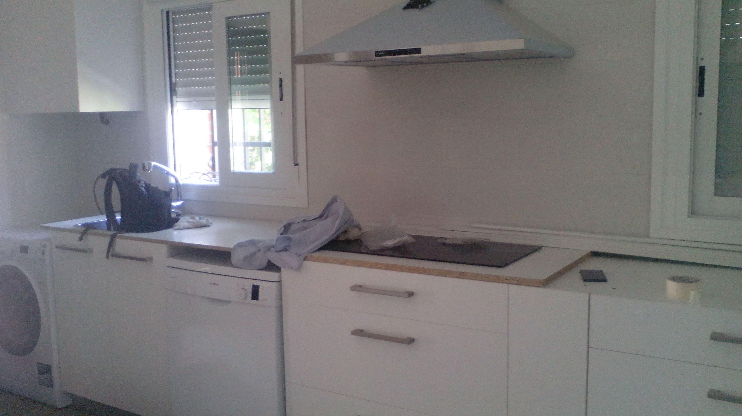 instalación módulos de cocina color blanco