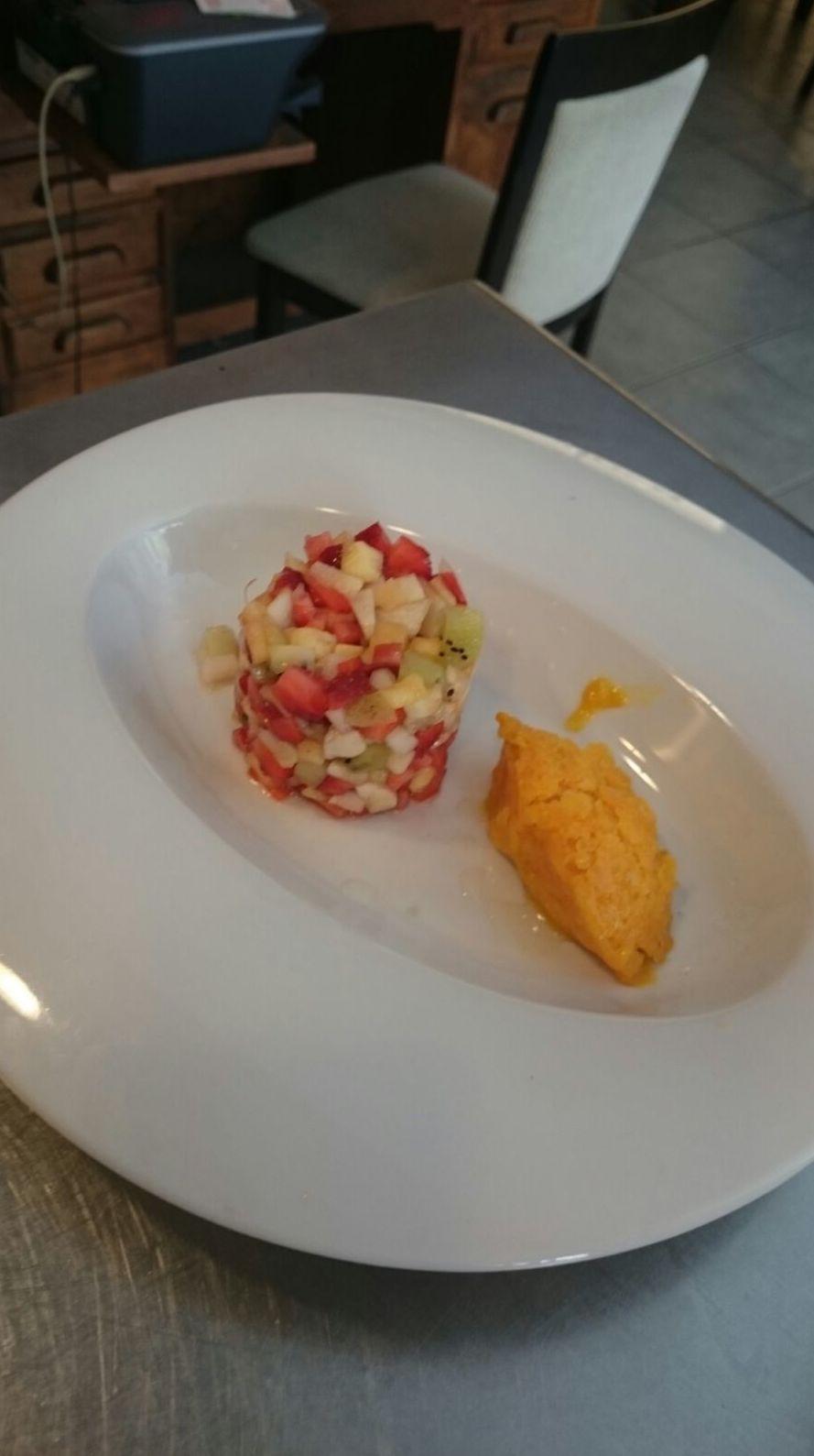Tartar de frutas de temporada y culí helado de mango