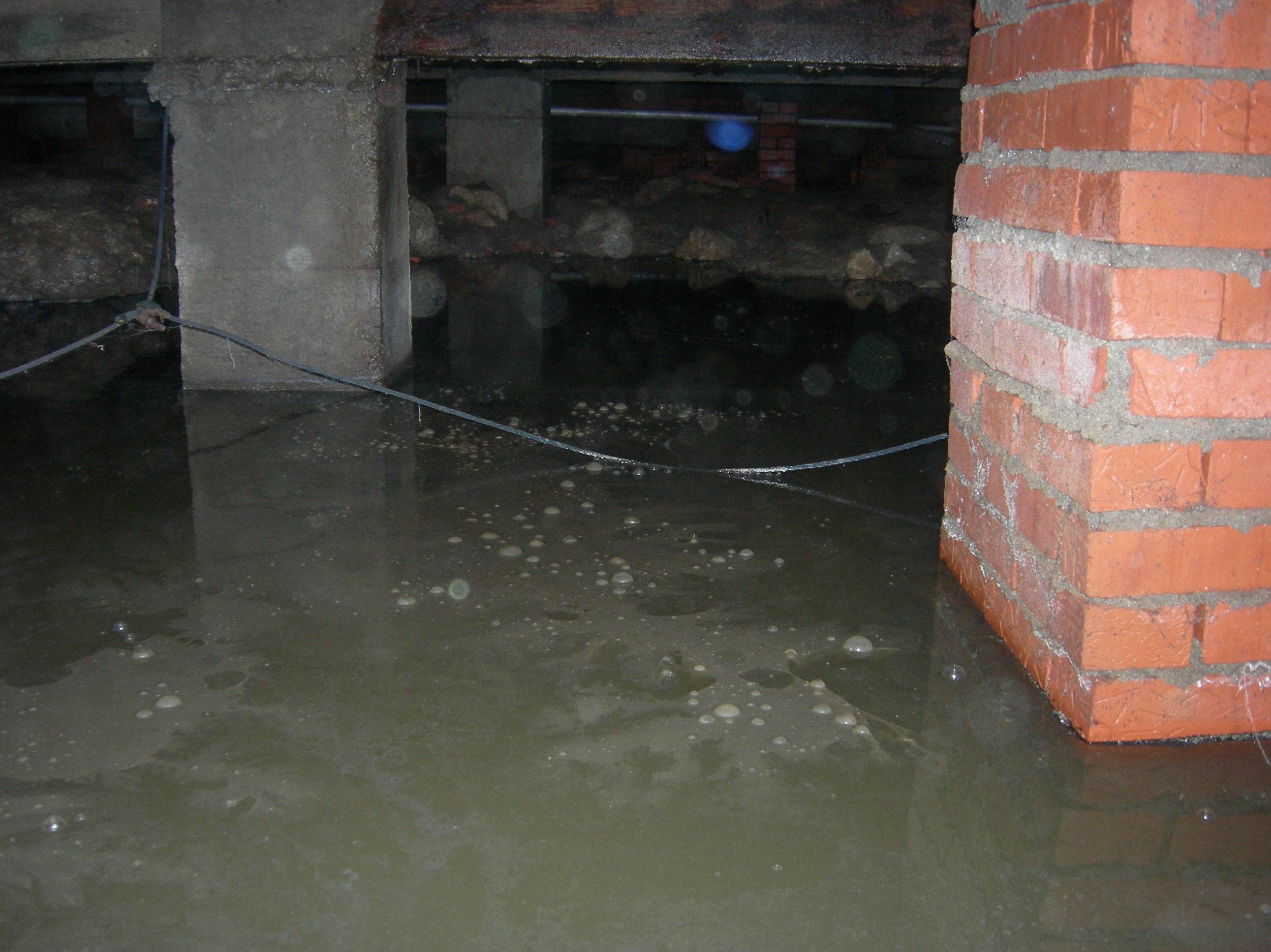 filtracion de agua dañando los cimientos