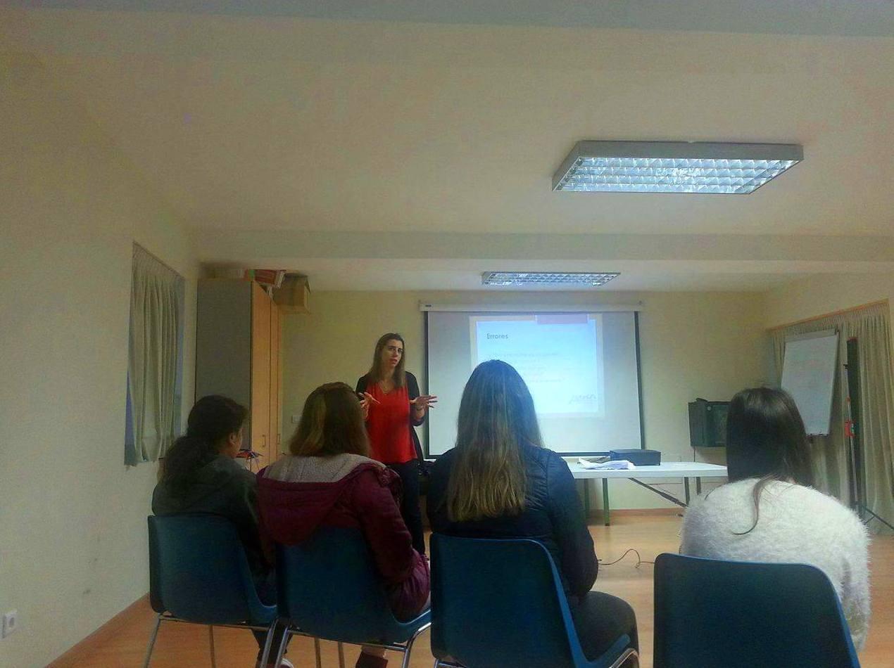 Raquel en un taller para los niños de prevención de acoso escolar