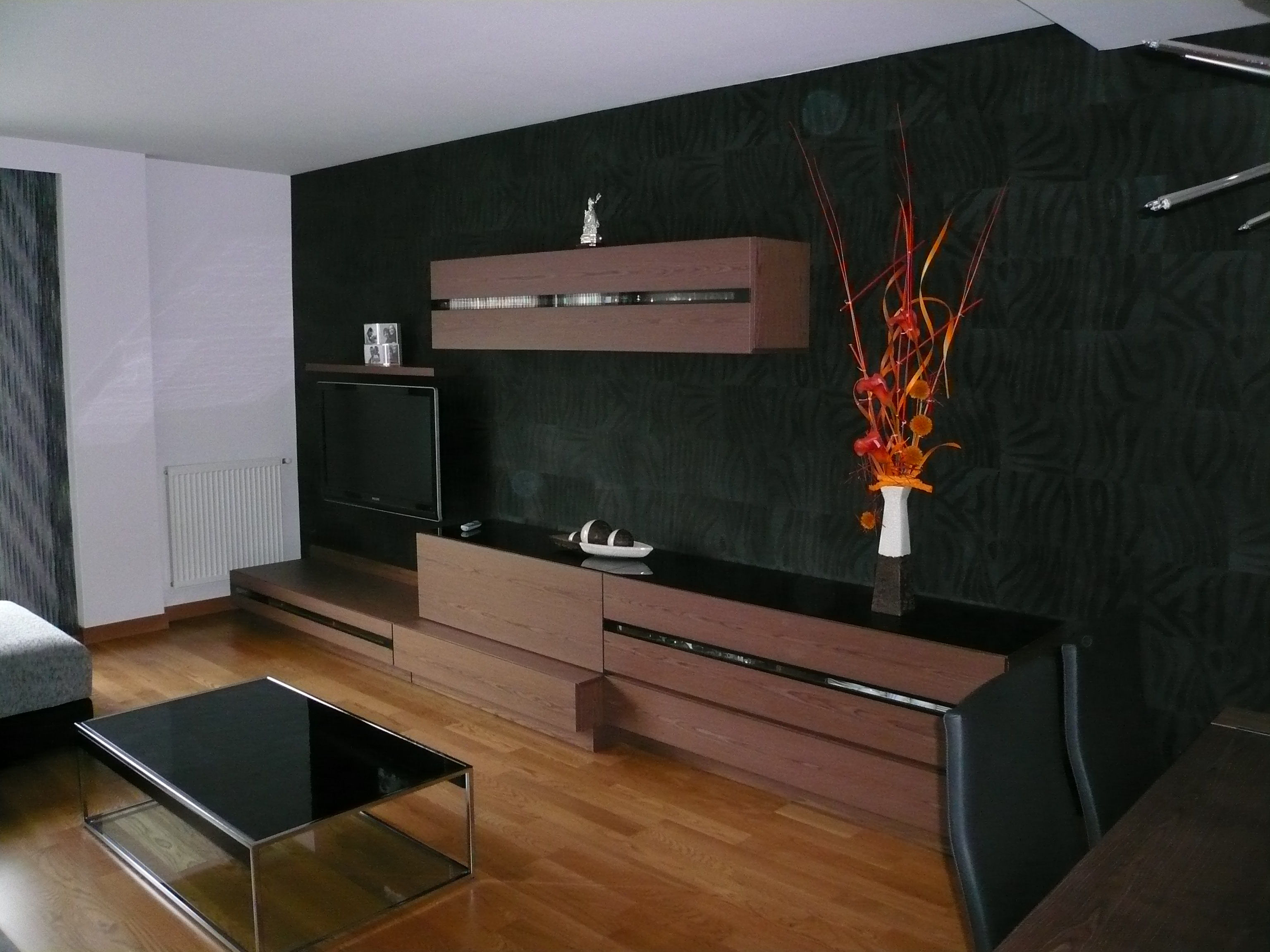 Salon con armarios marrones carpinter a en pamplona de - Armarios para salon ...