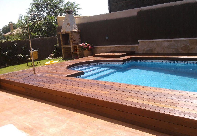 Madera para piscinas finest suelos de madera para - Piscina de madera ...