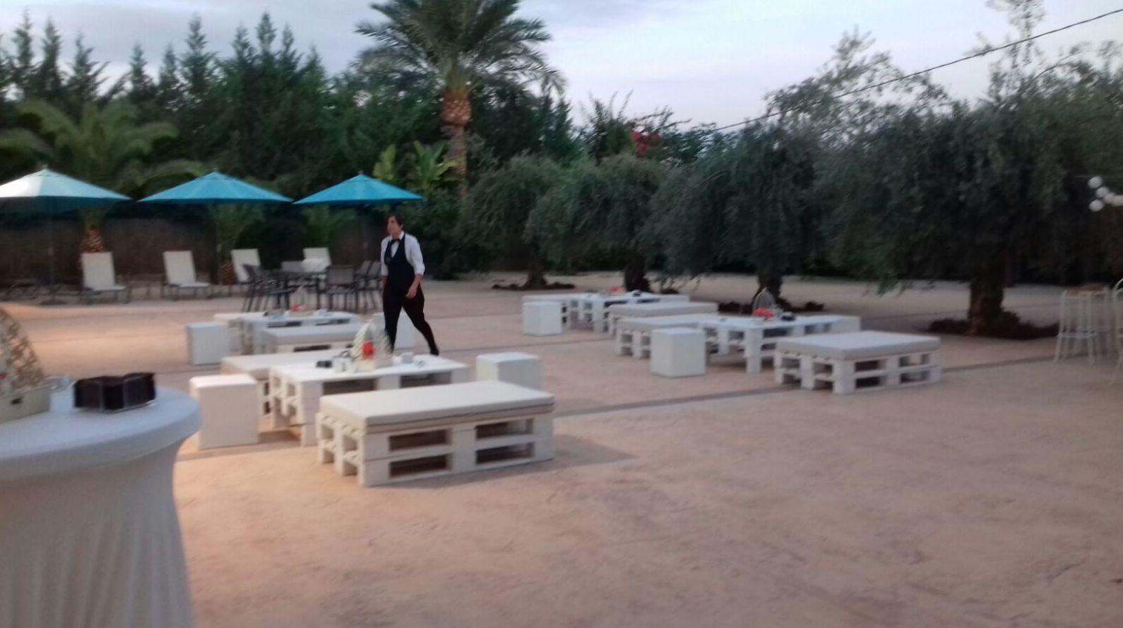 Sillas y mesas para eventos en Alicante