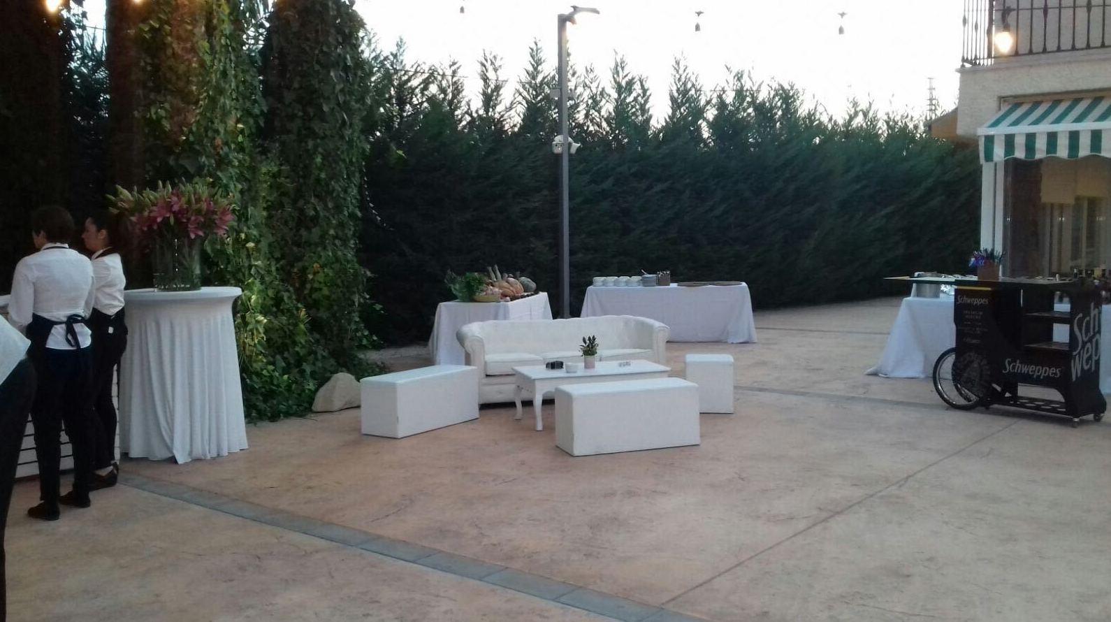 Alquiler de sillas y mesas para eventos en Alicante