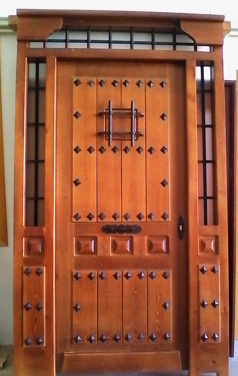 Puertas exteriores madera en Cuenca