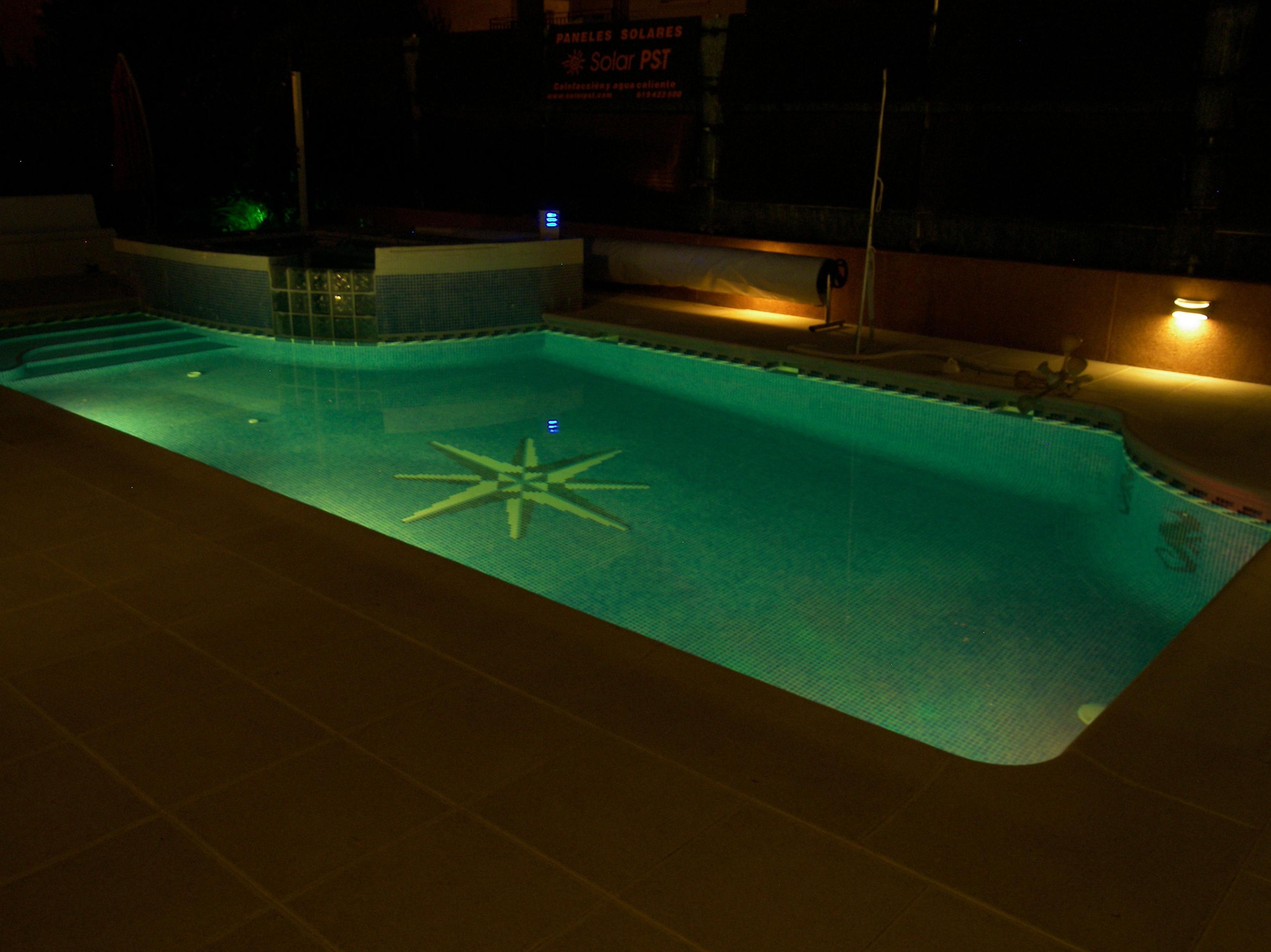Focos led de color for Focos piscina led colores