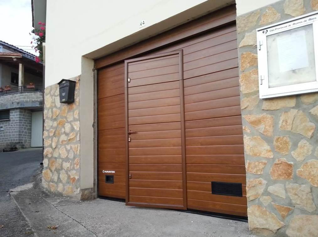 Puertas de garaje seccionales for Puertas de cochera automaticas
