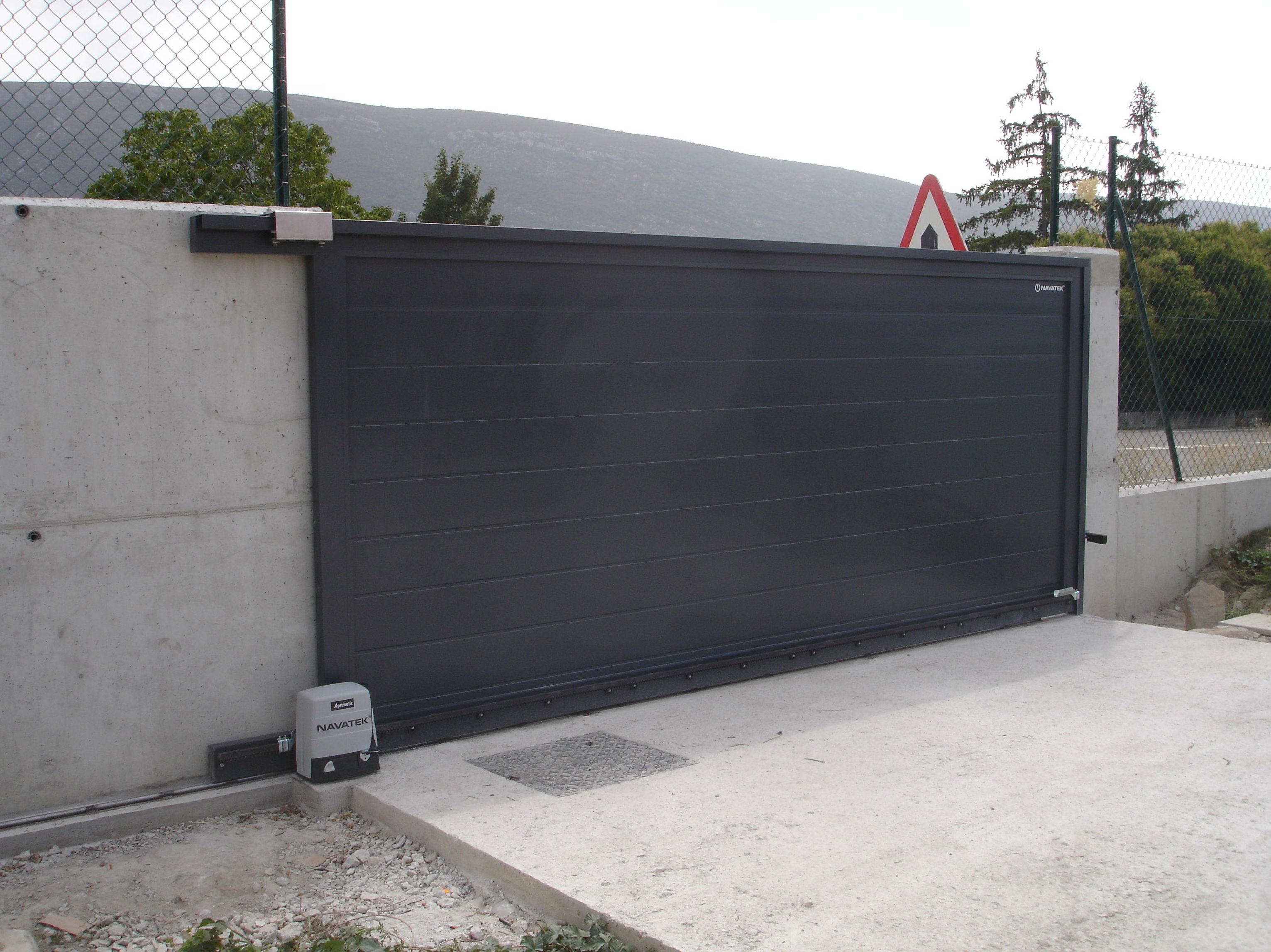 Puertas Exteriores Metalicas Top Instalada En Centro Comercial - Puerta-corredera-metalica
