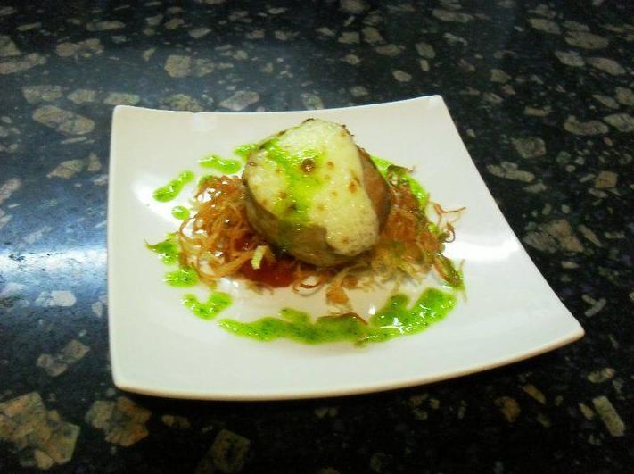 Hamburguesa de cordero gratinado con ali oli de manzana