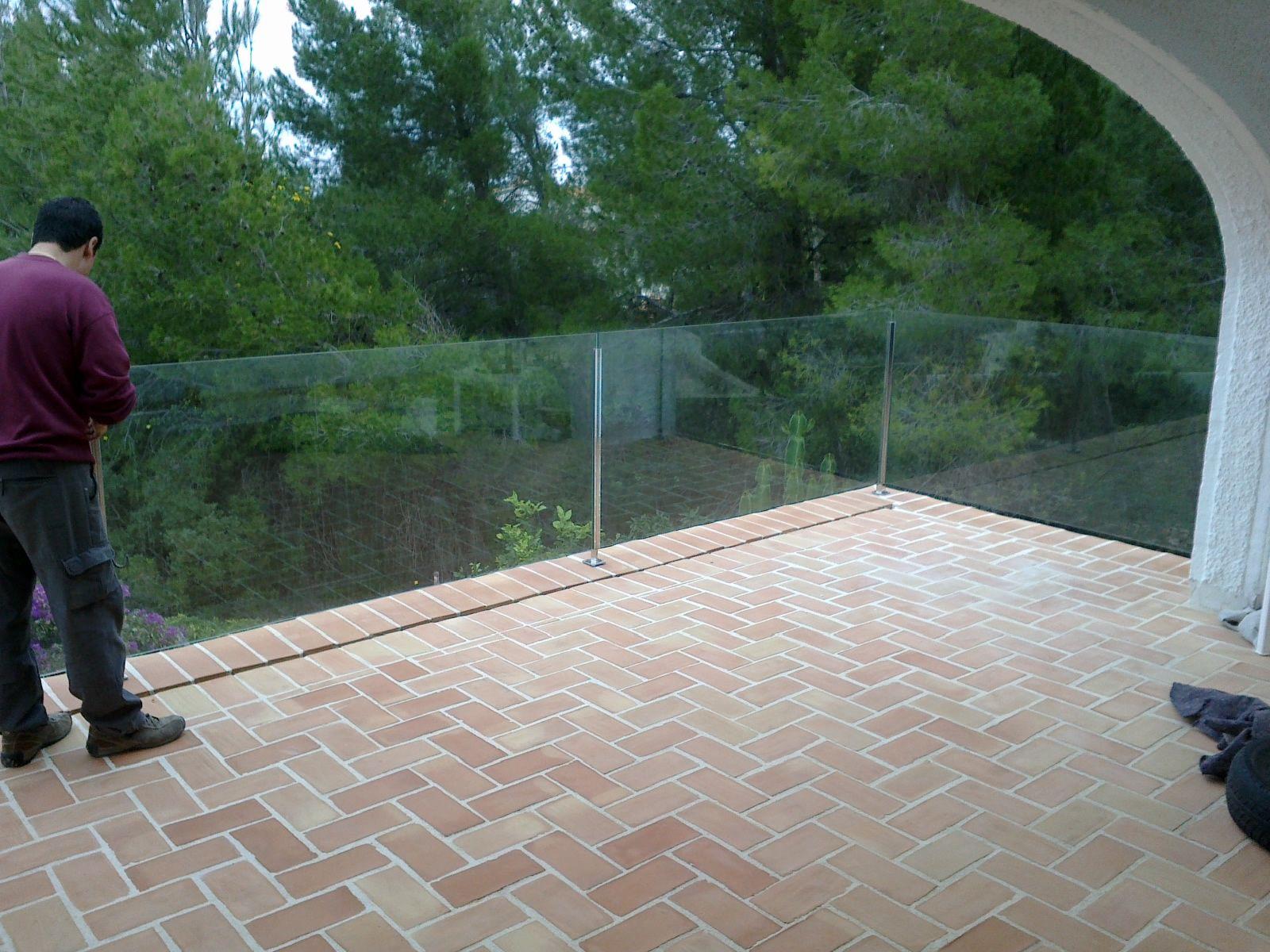 Cerramientos de terrazas en j vea y carpinter a en for Barandillas de cristal para terrazas