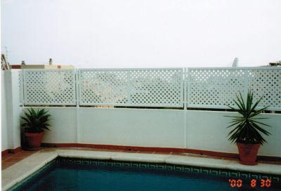 Celos as rombos pvc cat logo de aluminios aludecor marbella for Celosias de pvc para jardin