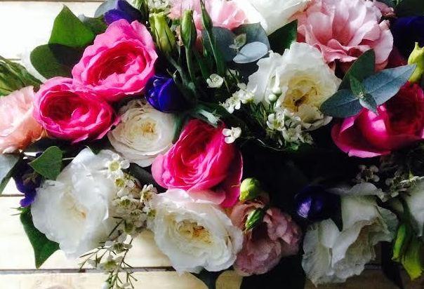 Rosas, blancos y azules, Moonflower Madrid