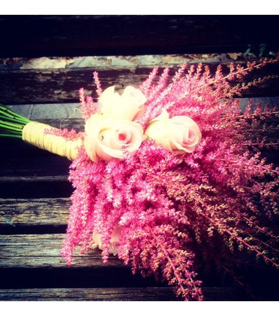 Ramo de novia con astilbe y rosas