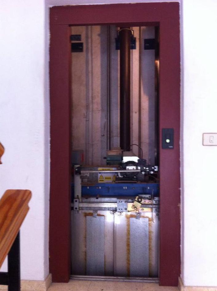 Verificación de funcionamiento de operador de puerta