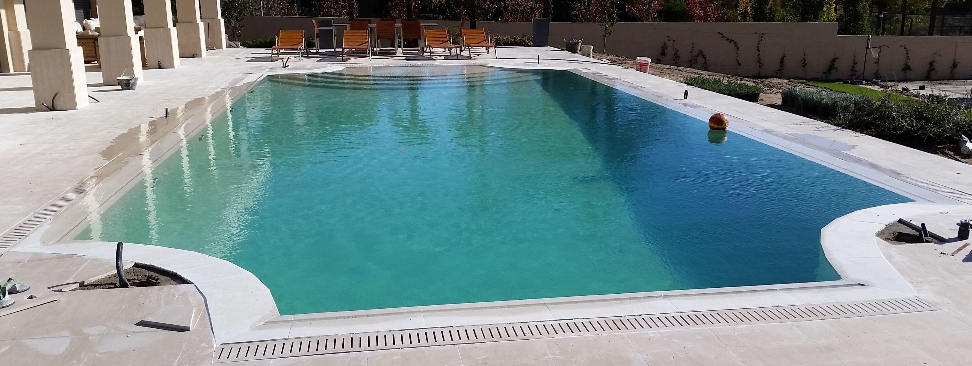 Construcci n de piscinas desbordante for Detalle constructivo piscina desbordante