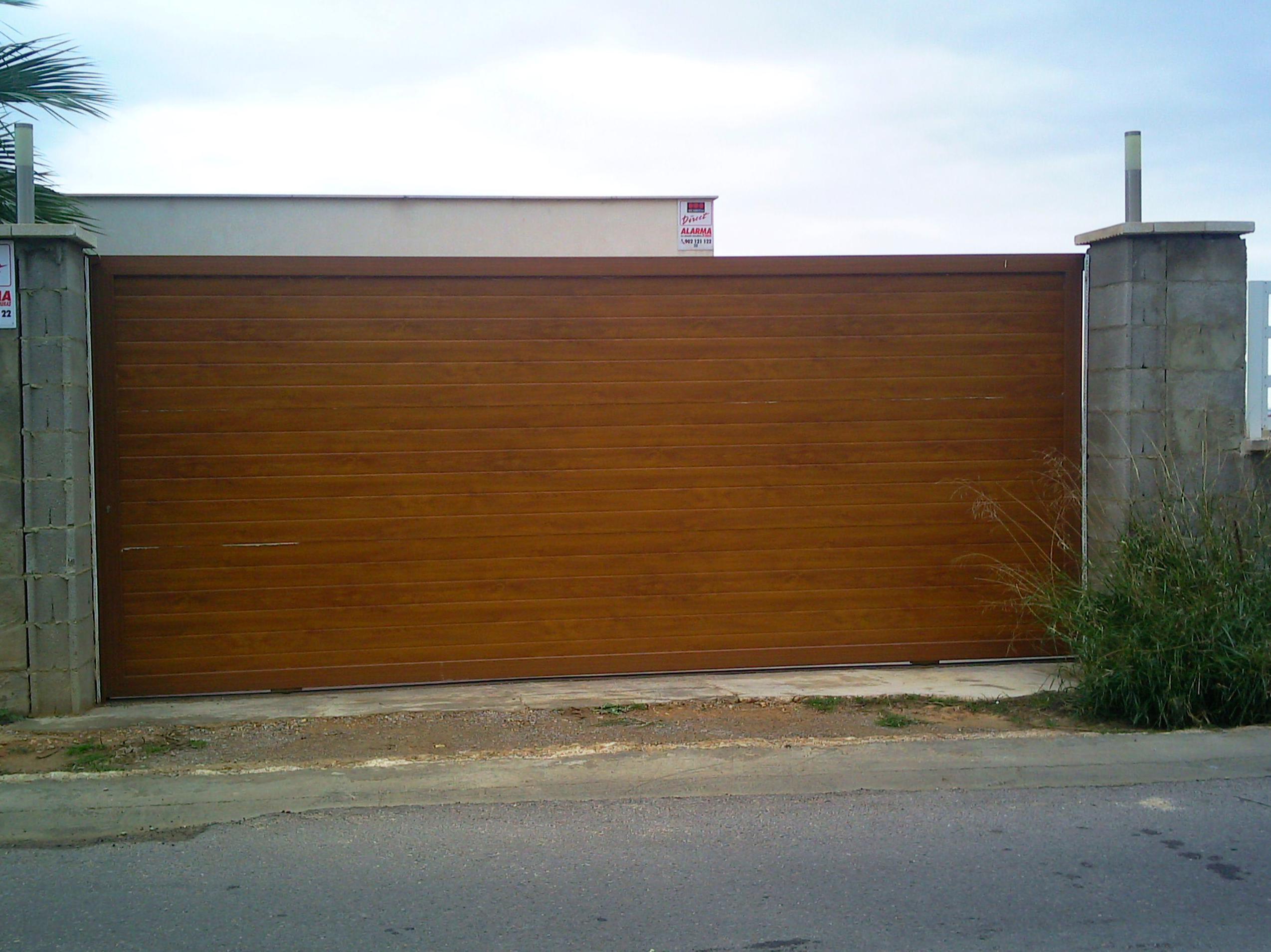 Puertas correderas de garaje cancelas de acceso a fincas for Puertas correderas