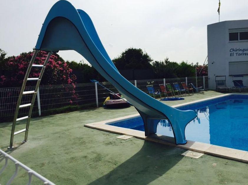 Foto 2 de toboganes acu ticos para piscinas en sevilla for Piscinas abiertas en sevilla