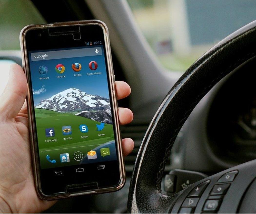 Aparatos electrónicos y siniestralidad al volante