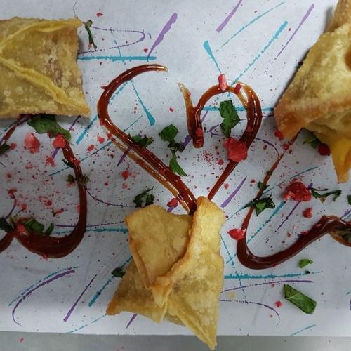 Pasta waton rellena de vieira y panceta con Hoisin de fresa y menta