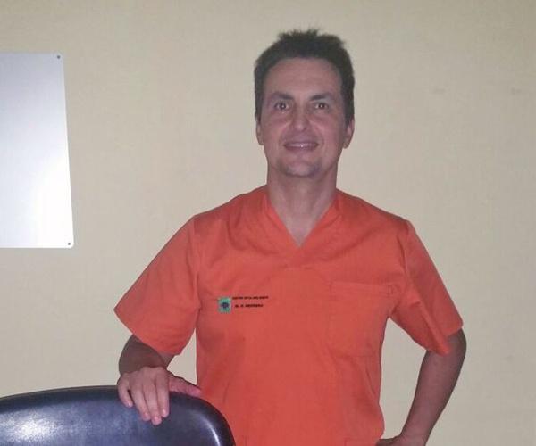 Dr. Ricardo Herrera, especialista en Oftalmología