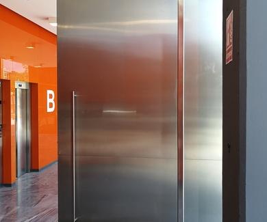 Las mejores puertas son las de acero inoxidable: la mejor elección por resistencia, elegancia y durabilidad.