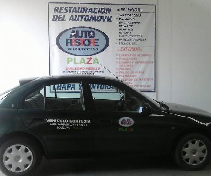 Vehículo de Cortesía: Servicios de Autorestore Plaza