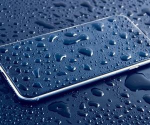 Los móviles y el agua, esa imposible pareja