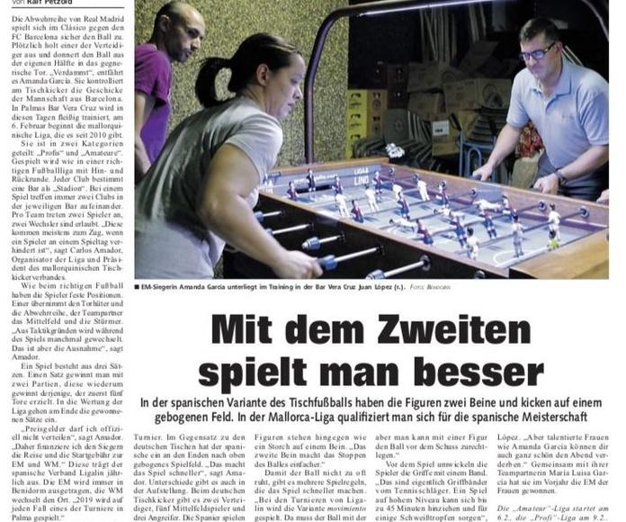 Reportaje futbolín en el periódico