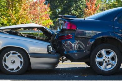 Cuatro miembros de una misma familia, heridos en un aparatoso accidente en La Calzada