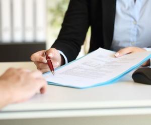 Confección y revisión de contratos y documentos