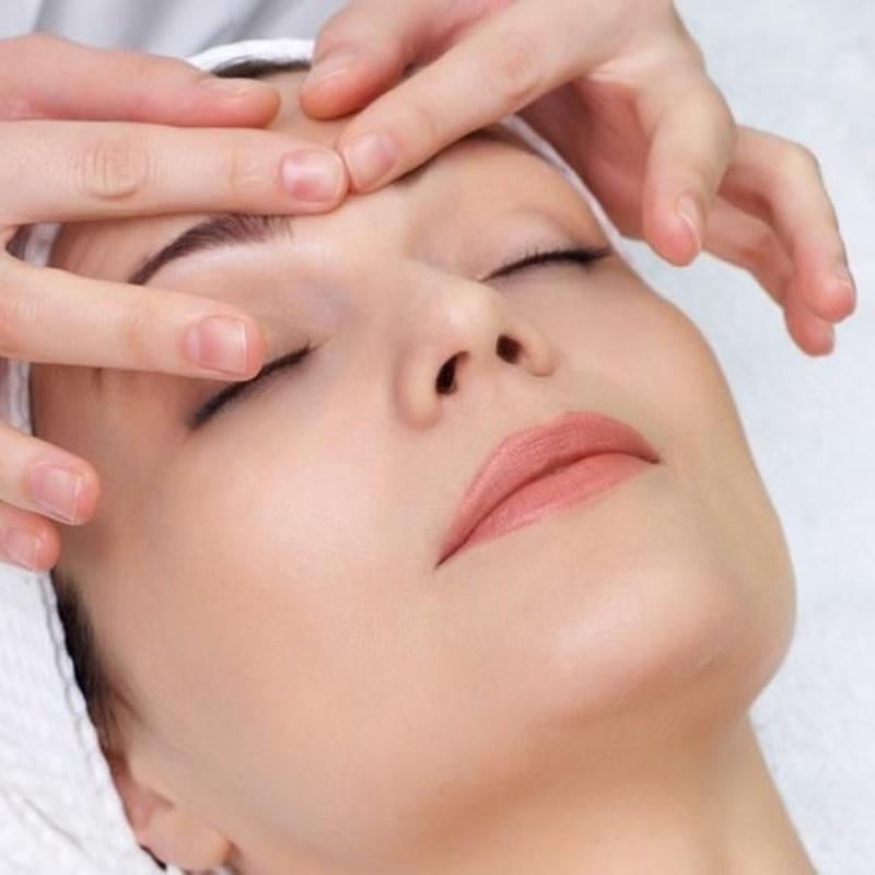 Masaje relajante: Nuestros servicios de D- Fonsu Peluquería Y Centro de Estética