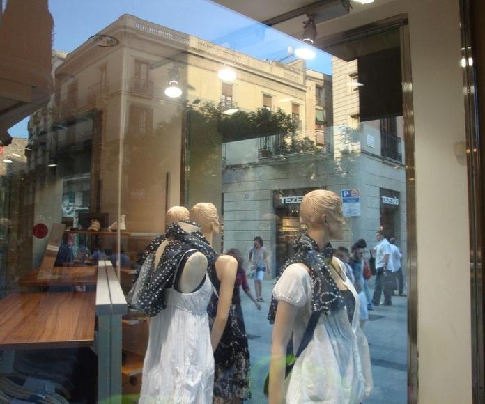 Ciao Graffiti Glass: Servicios de Los Cazagraffitis