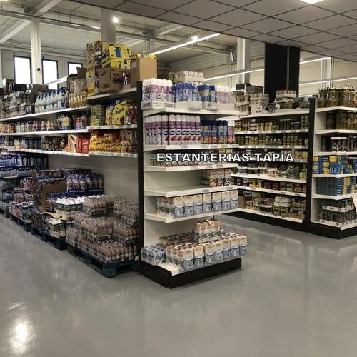 Gran variedad de estanterías para tiendas de alimentación