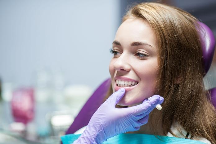 Carillas dentales: Tratamientos Dentales de Clínica Dental La Mallola