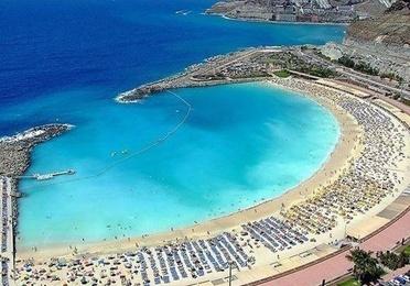 Destino ~ Destination: Puerto Rico / Playa de Amadores / Tauro