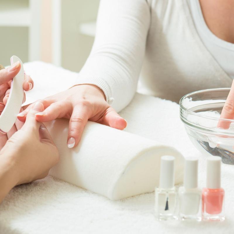 Manicura exprés: Servicios y tratamientos de Ameli Style Salón de Belleza