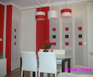 salon con panel japones y cortina en puerta balcon
