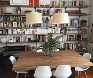 Mesa de salón hecha con madera reciclada
