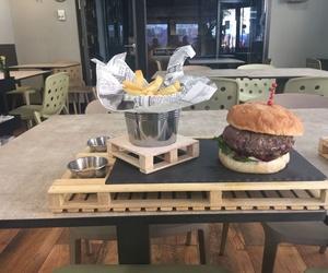 Nuestra hamburguesa con patatas