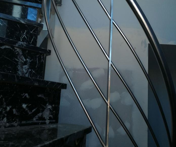 Barandilla de acero inoxidable con diseño helicoidal