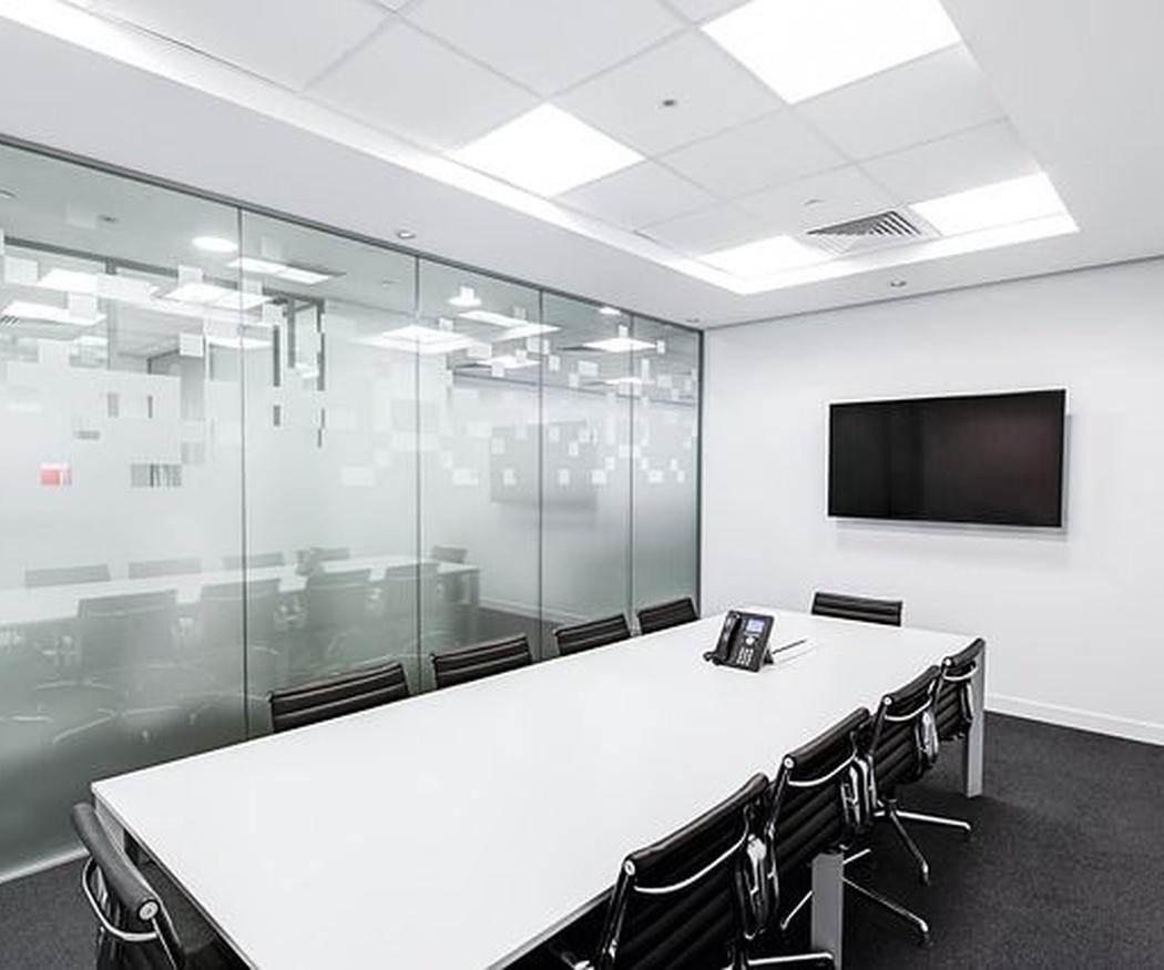 Ventajas de separar espacios con cristal en oficinas