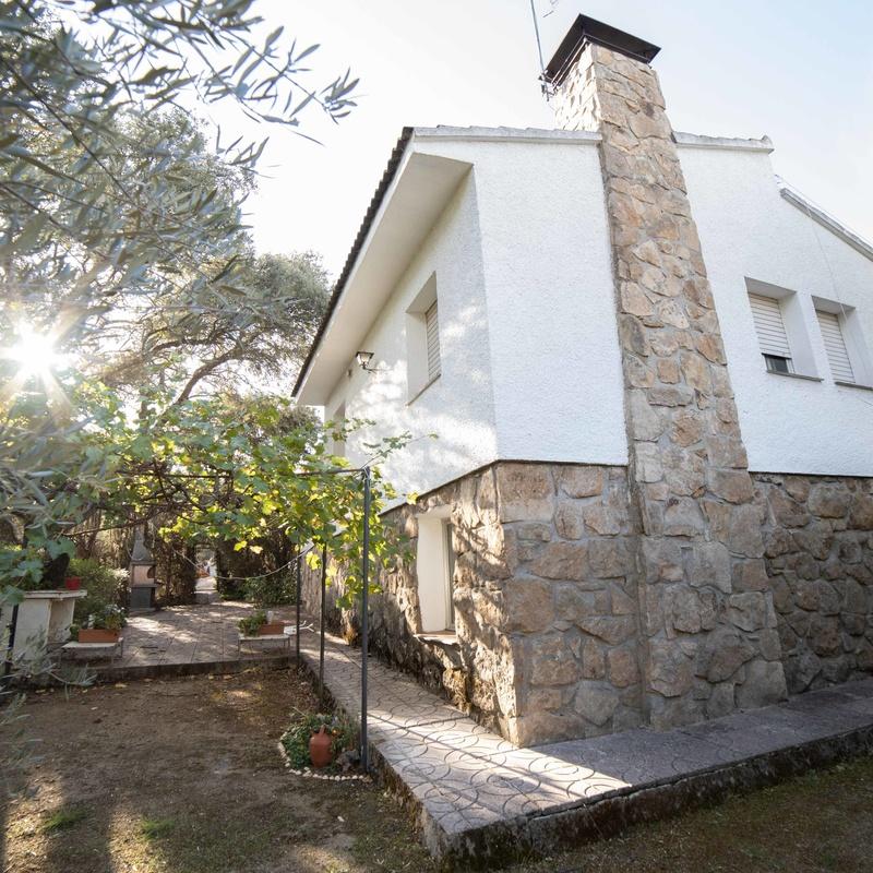 CHALET EN COTORREDONDO: INMUEBLES TOP de Arroyo House