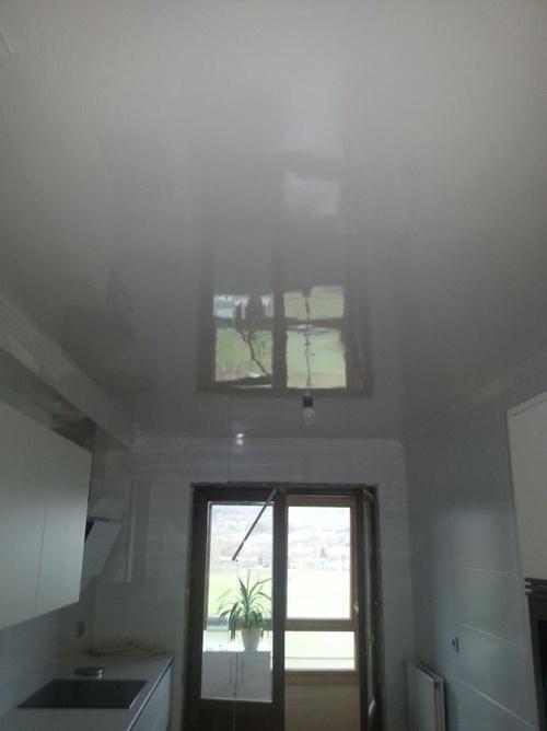 Lacado brillante de techo