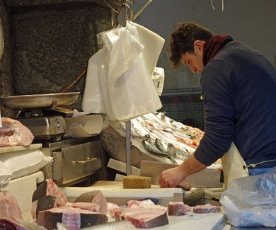 Sanidad recomienda a embarazadas y niños hasta 10 años no comer atún rojo ni pez espada