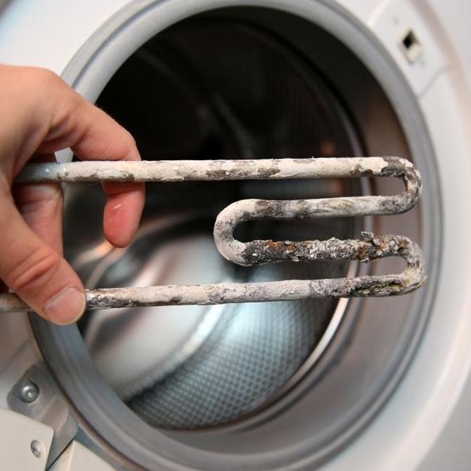 ¿Cómo afecta la cal a la lavadora?