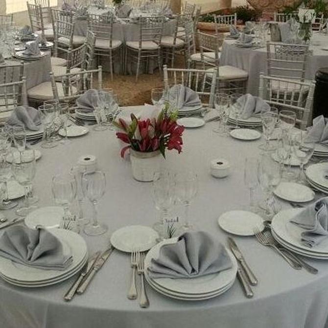 Cómo decorar las mesas de tu boda: la vajilla